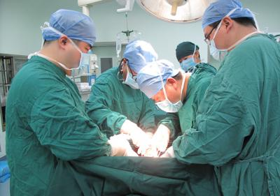 高难度纵隔巨大肿瘤切除术