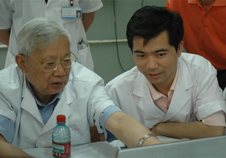 血管两腺外科专家研究病例