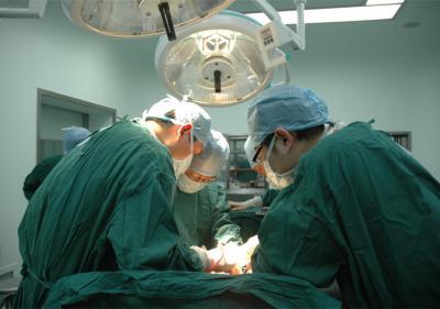 专家手术中